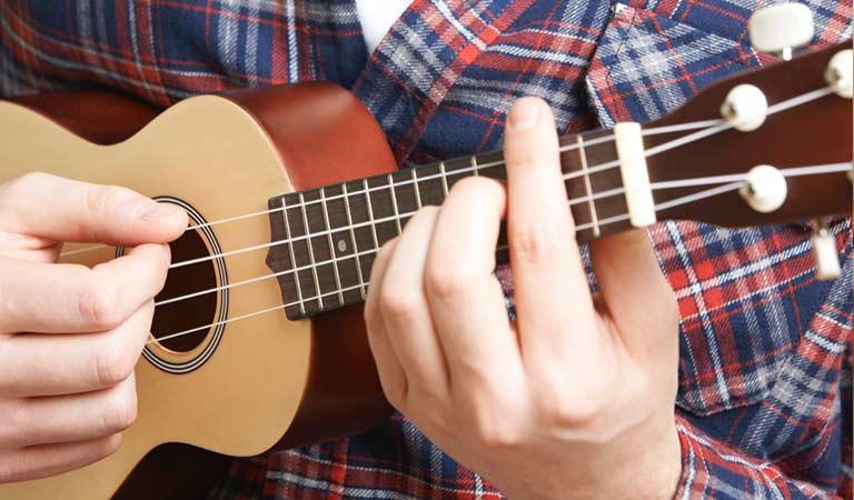 تفاوت یادگیری یوکللی و گیتار
